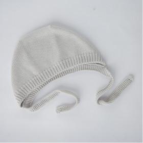 Pletený dětský čepeček šedý