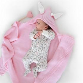 Dětská deka z merino vlny s kapucí růžová