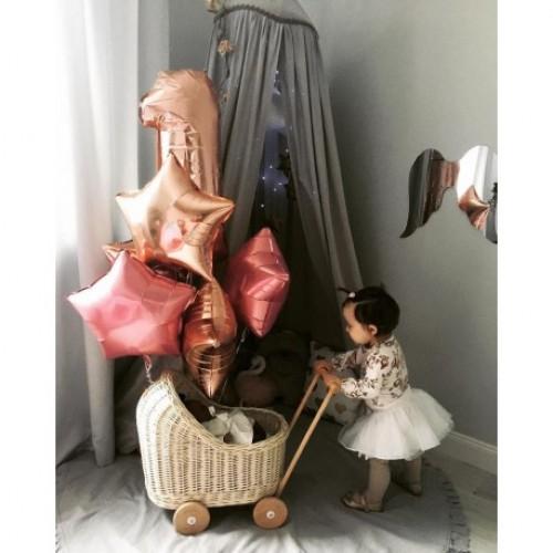 Proutěný kočárek pro panenky Holanďan režný