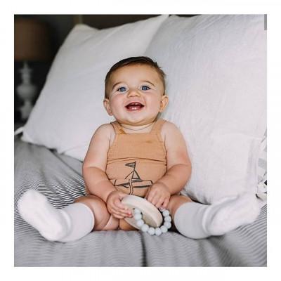 Jarní protiskluzové ponožky🌺 Nejlepší pro první kroky 👌 . . . . Objednejte si v našem e-shopu 👉 WWW.BABYMDECOR.CZ . . . #detskeobleceni #kojeneckeobleceni #botola #kojenec #materska #maminka #dnesnosim #detskamoda #protiskluzoveponožky #baby_m_decor
